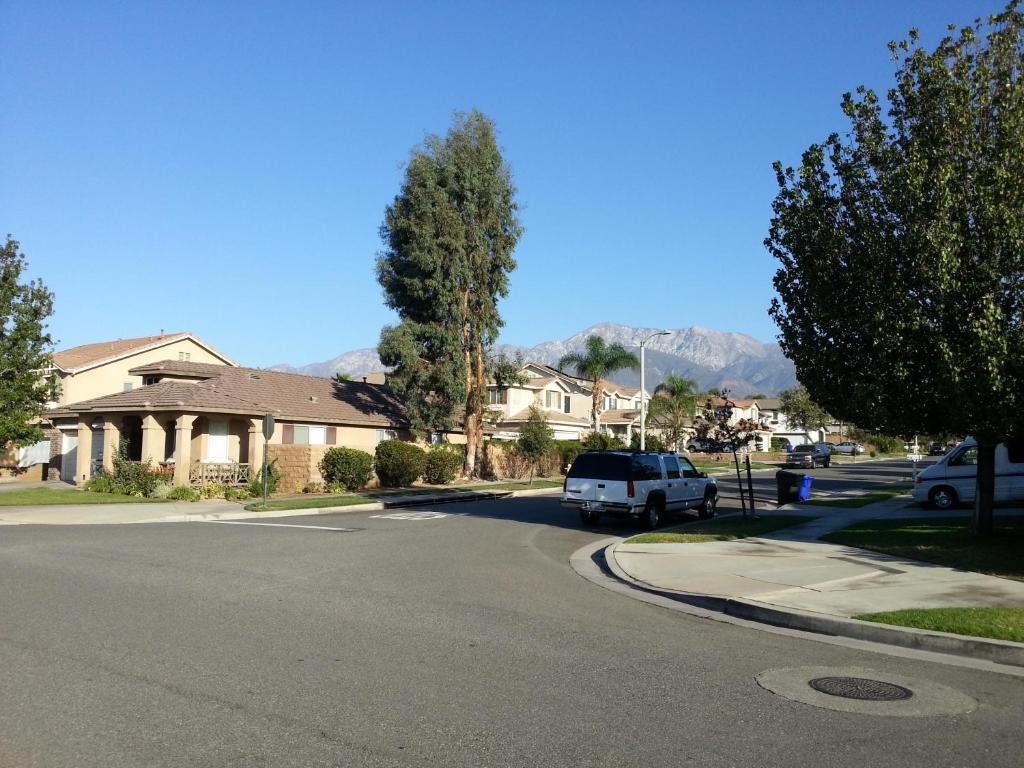 Los Angeles Family Villa Victoria Gardens Apartments Zda