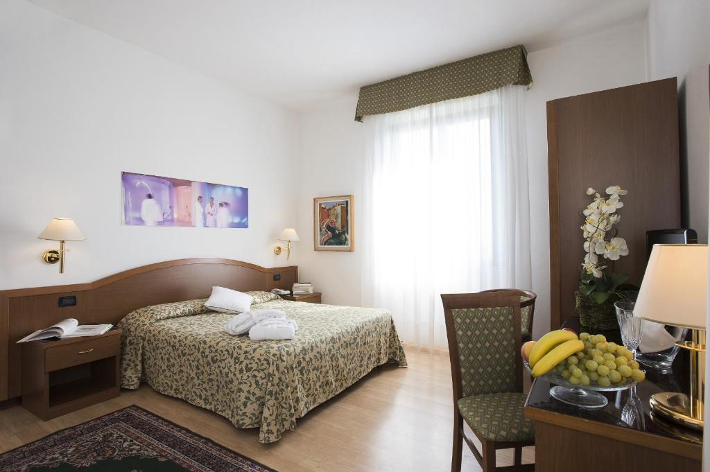 Een bed of bedden in een kamer bij Hotel Angiolino