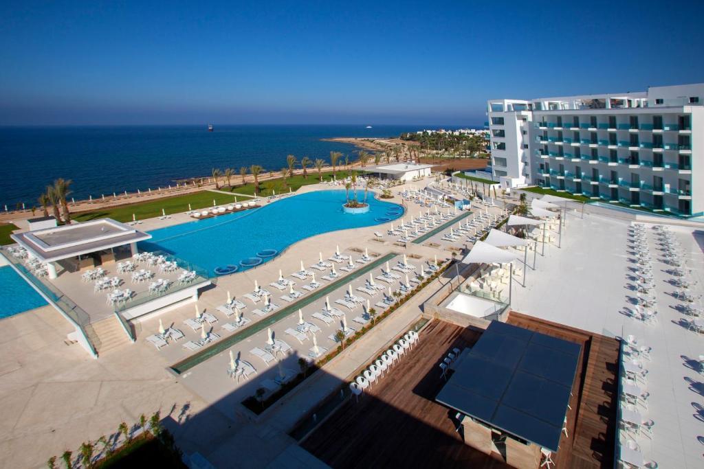 Кипр и в декабре солнечный ....