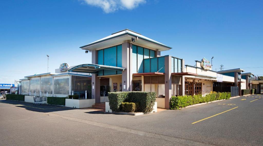 Wilsonton Hotel Toowoomba Australia Booking Com