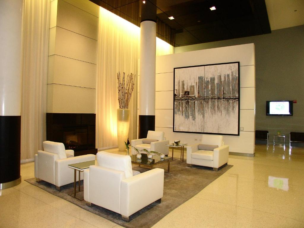 modern loop apartments chicago il. Black Bedroom Furniture Sets. Home Design Ideas