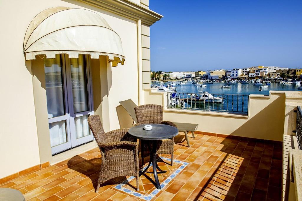A balcony or terrace at Porthotel Calandra