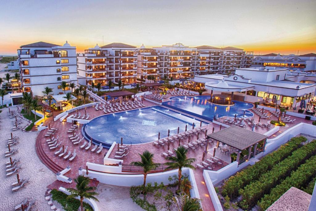 A view of the pool at Grand Residences Riviera Cancun or nearby