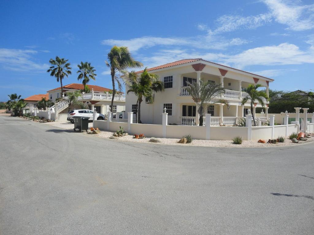 Landslake Apartments, Eagle Beach, Aruba - Booking.com