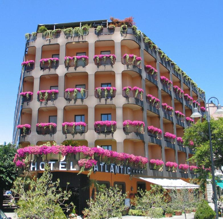 Hotel atlantic italie arona for Reservation hotel italie