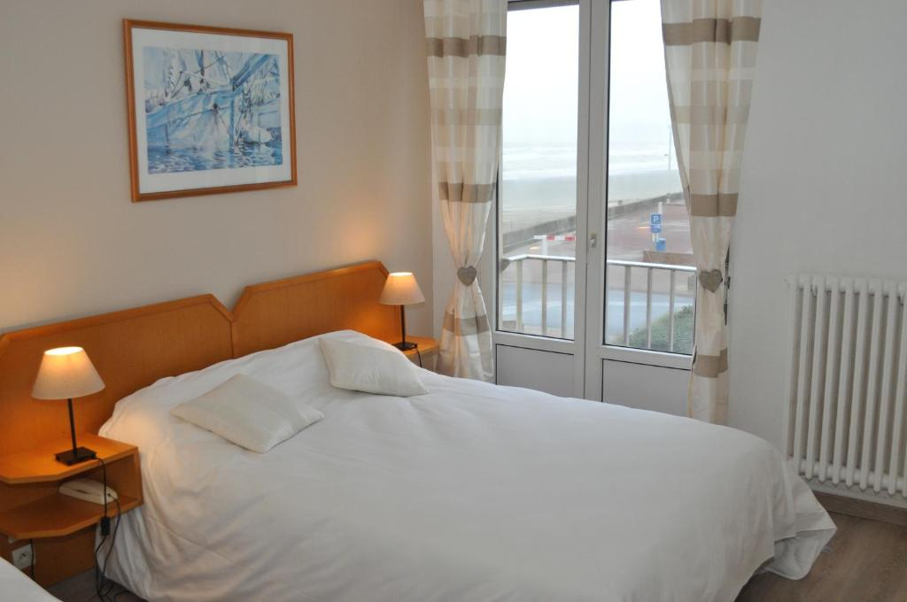 hotel la terrasse (france fort-mahon-plage) - booking