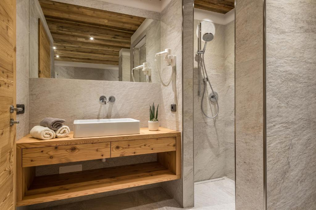 appartements chalet bandiarac, san cassiano, italy - booking