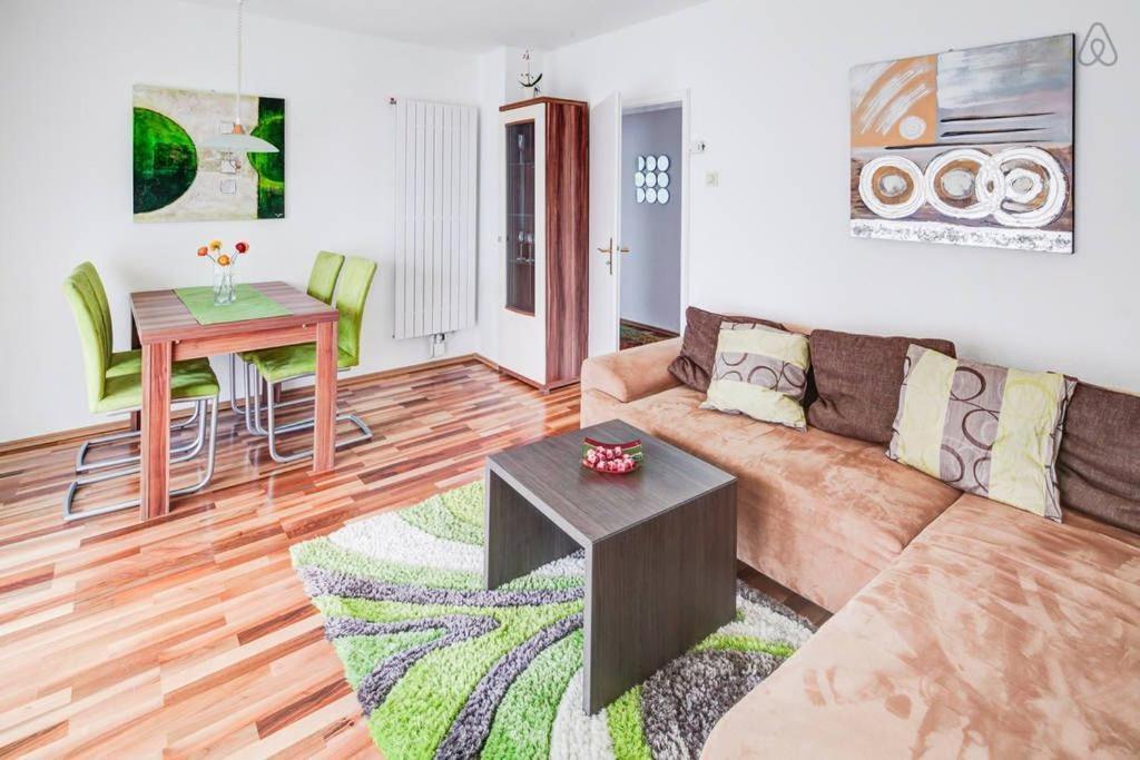 Ein Sitzbereich in der Unterkunft Ferienwohnung in Augsburg
