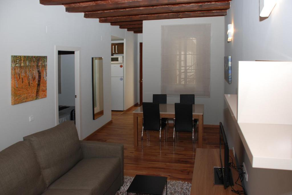 gran imagen de Apartamentos La Hispaniola Barcelona
