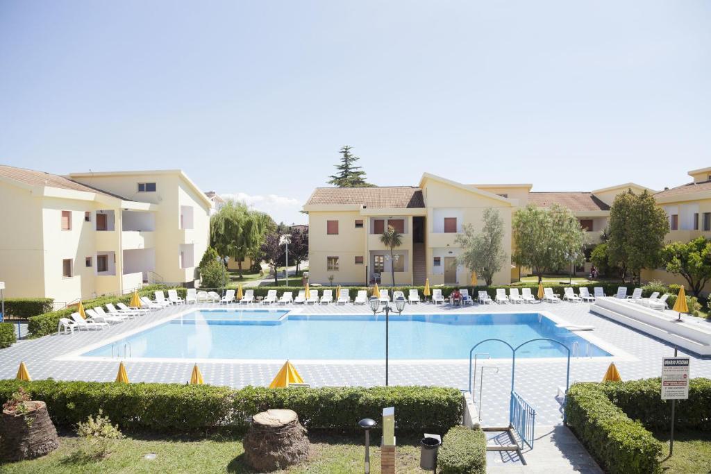 Nearby hotel : Triton Villas Residence & Hotel