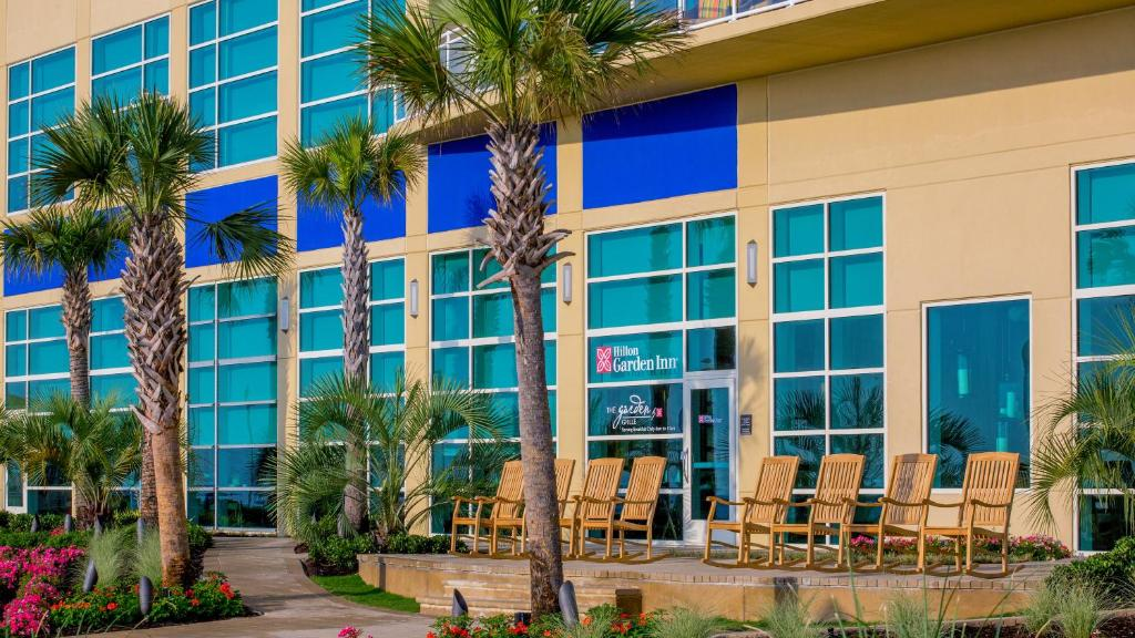 gallery image of this property - Hilton Garden Inn Virginia Beach