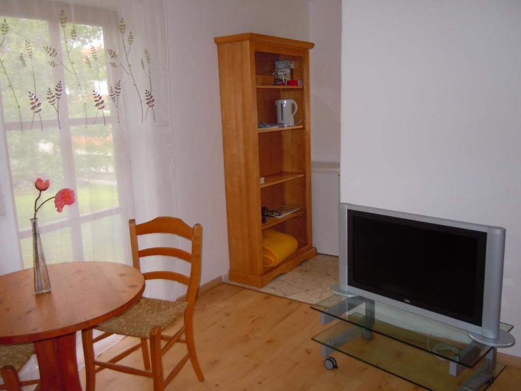 ferienwohnung fewo d nges deutschland holzkirchen. Black Bedroom Furniture Sets. Home Design Ideas