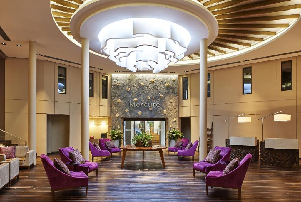 The lobby or reception area at Mercure Iguazu Hotel Iru