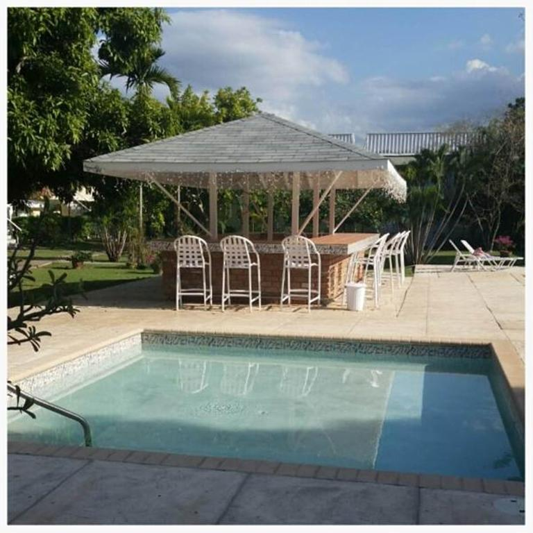 Apartment Rentals Bay Area: Apartment SeaWind On The Bay, Montego Bay, Jamaica