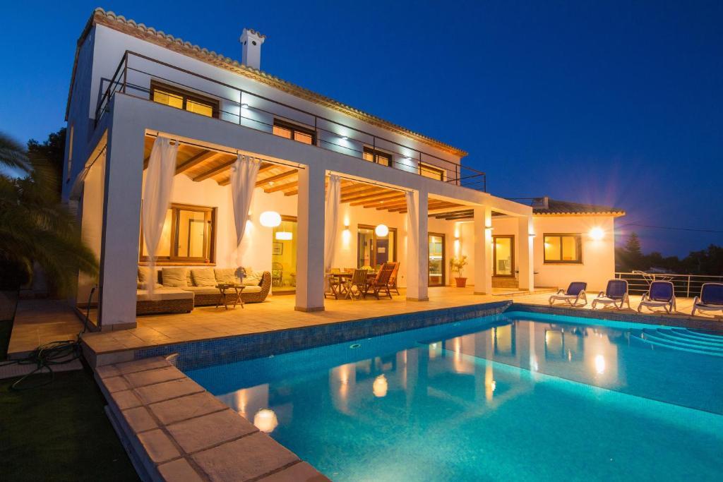 Abahana Villa Fustera