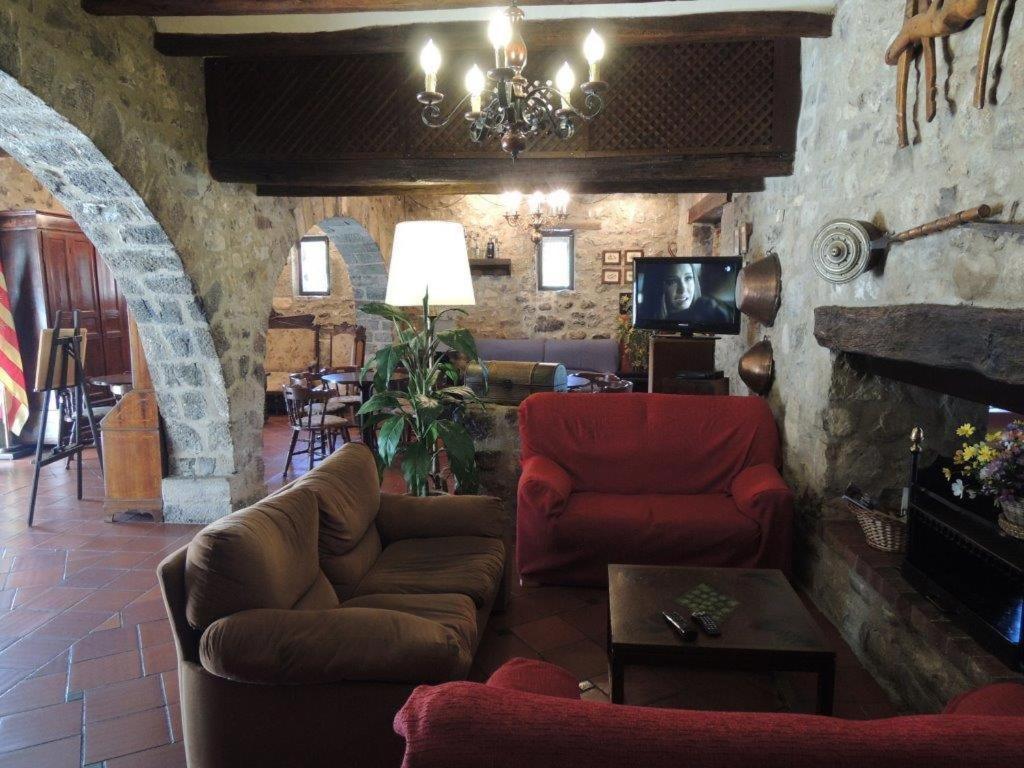 Guesthouse Hostal de la Rovira, Oix, Spain - Booking.com