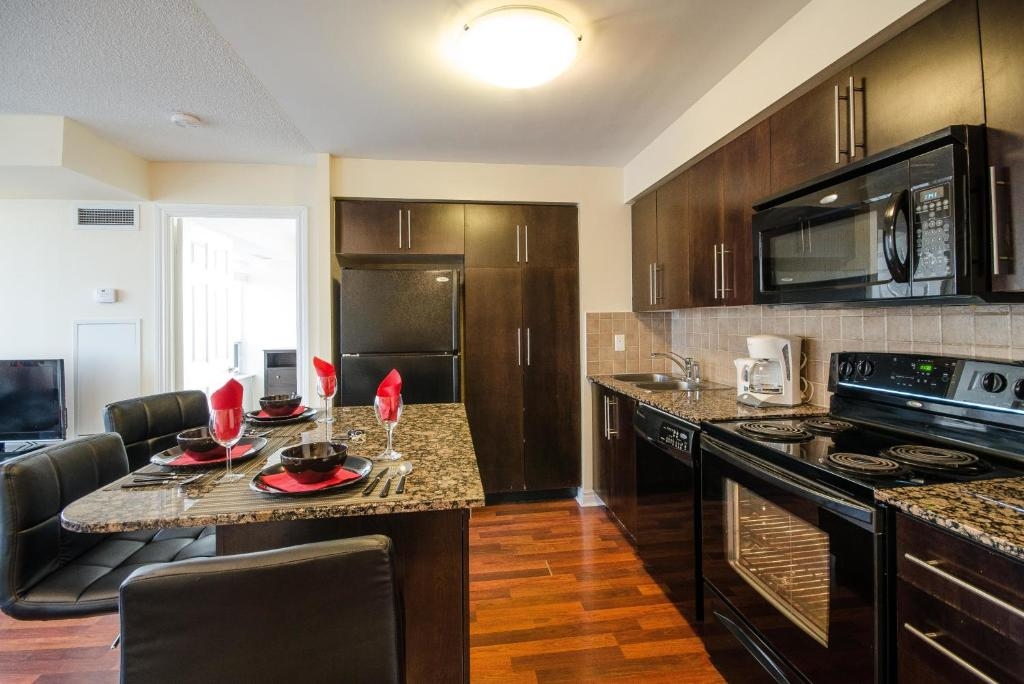 Royal Stays Furnished Apartments   Square One  Mississauga  Canada  Deals. Apartment Royal Stays Apt Square 1  Mississauga  Canada   Booking com