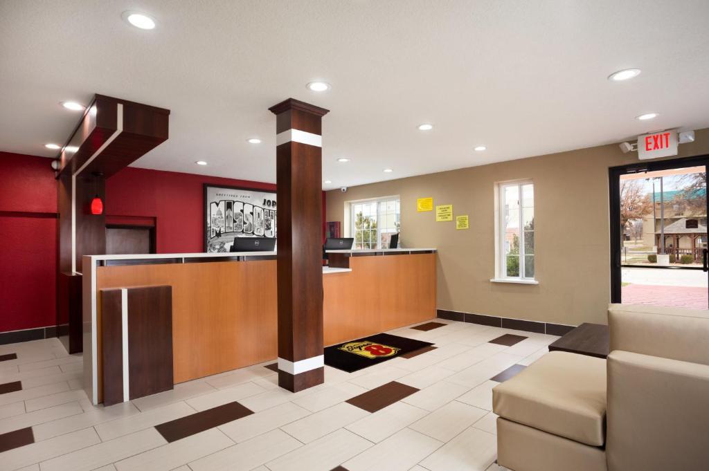 Hotel Super 8 Joplin MO