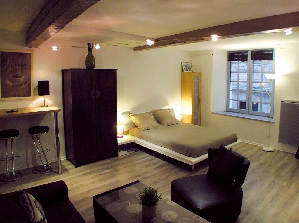 appartement quartier saint pierre bordeaux avec des photos. Black Bedroom Furniture Sets. Home Design Ideas