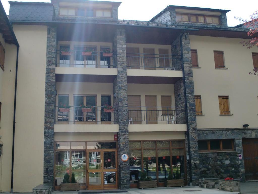 Resultat d'imatges de alberg la molina xanascat