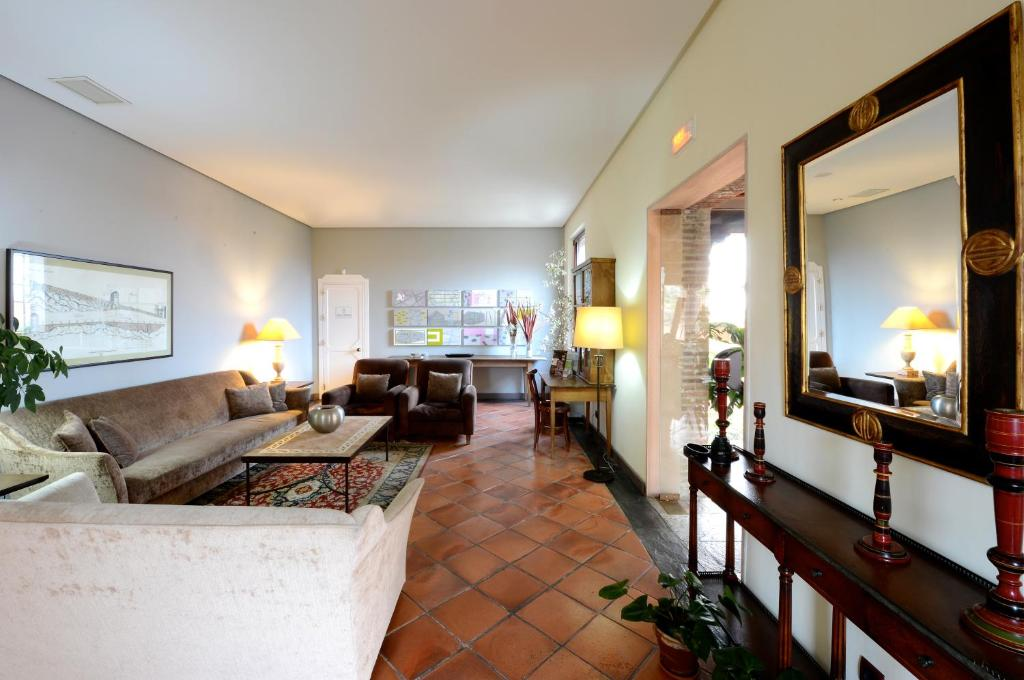 boutique hotels in toledo  60