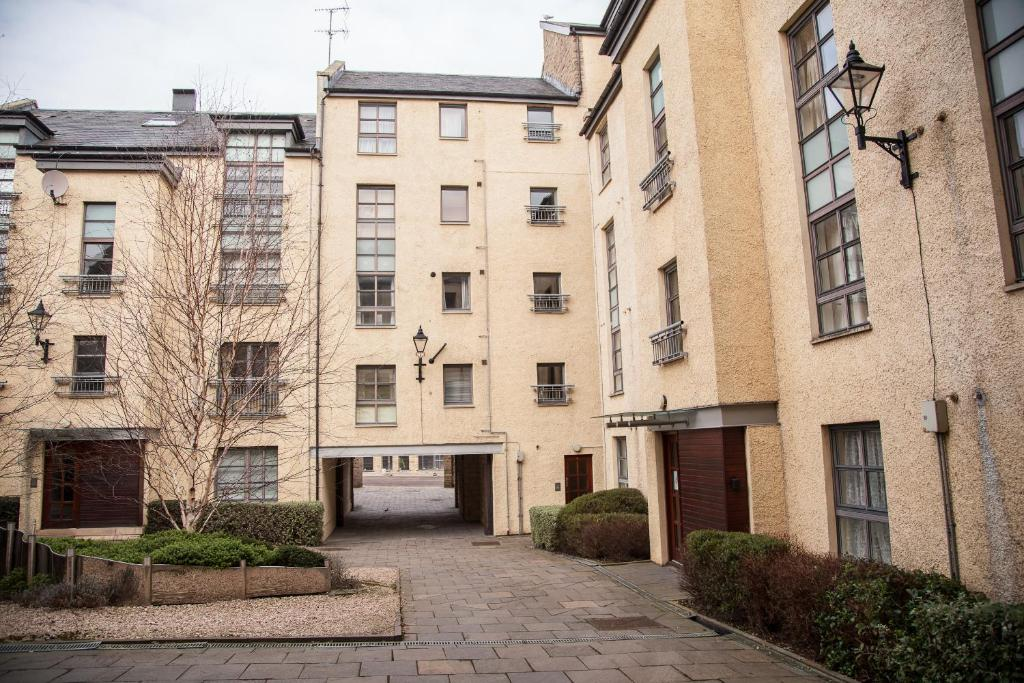 Apartment Royal Mile Accommodation Edinburgh Uk Booking Com