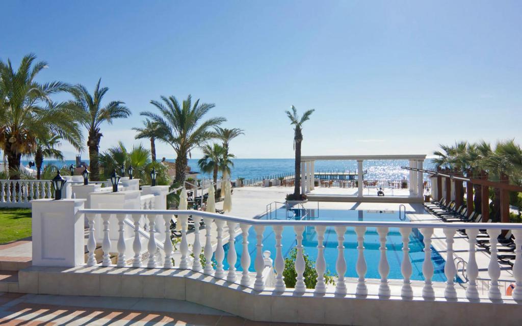 Вид на бассейн в Onkel Resort Hotel или окрестностях