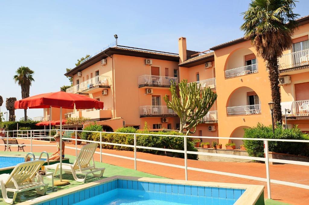 Residence villa giardini giardini naxos italy for Giardini moderni foto