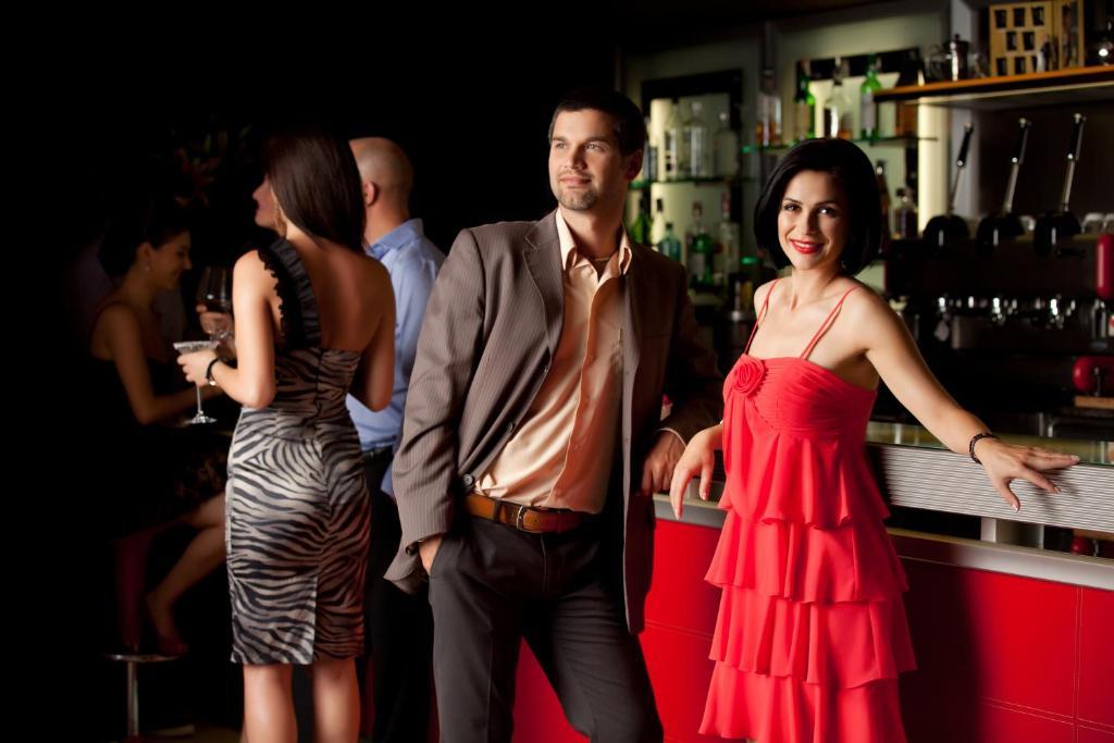 знакомств i в баре
