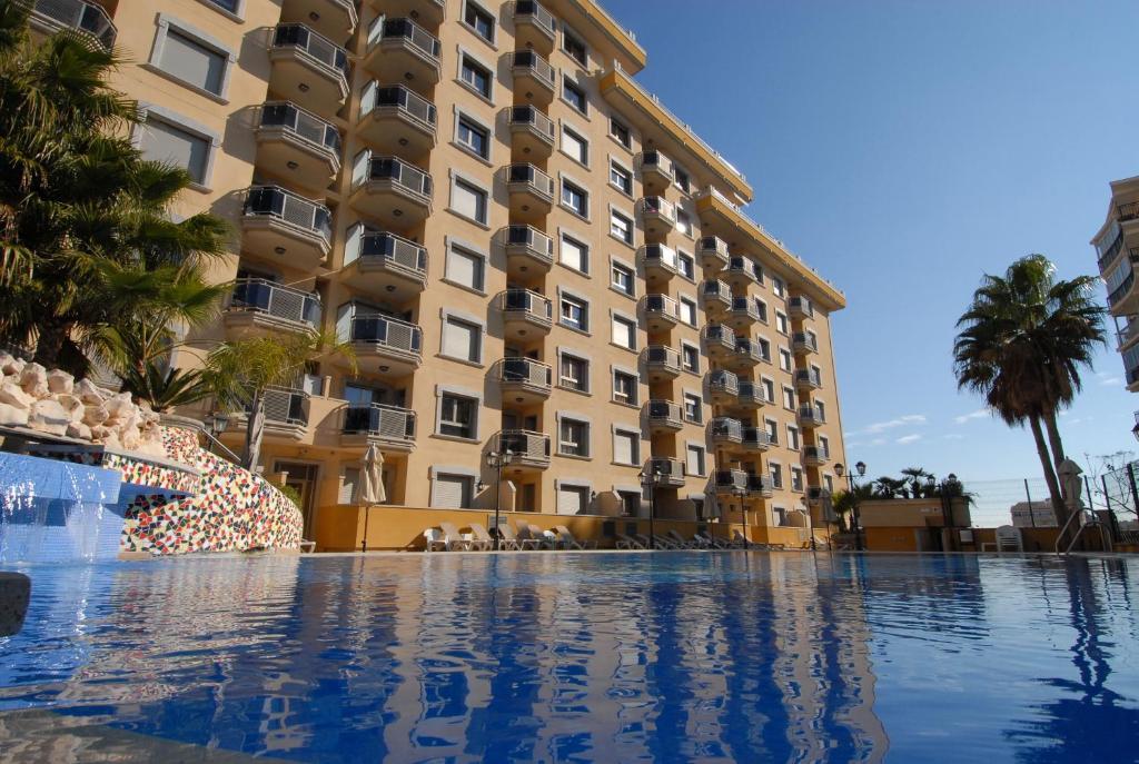 Het zwembad bij of vlak bij Apartamentos Mediterráneo Real