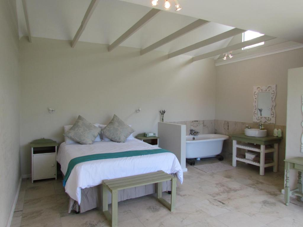 A bed or beds in a room at Heron Chase Self-Catering Holiday Home