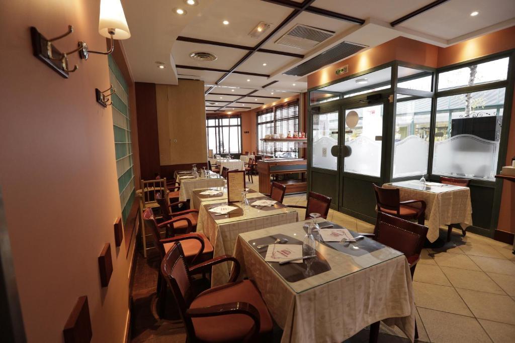 Hôtel au petit caporal france maisons alfort booking.com