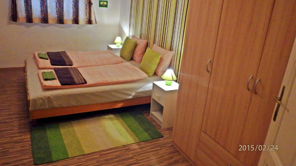 A bed or beds in a room at Green Bridge