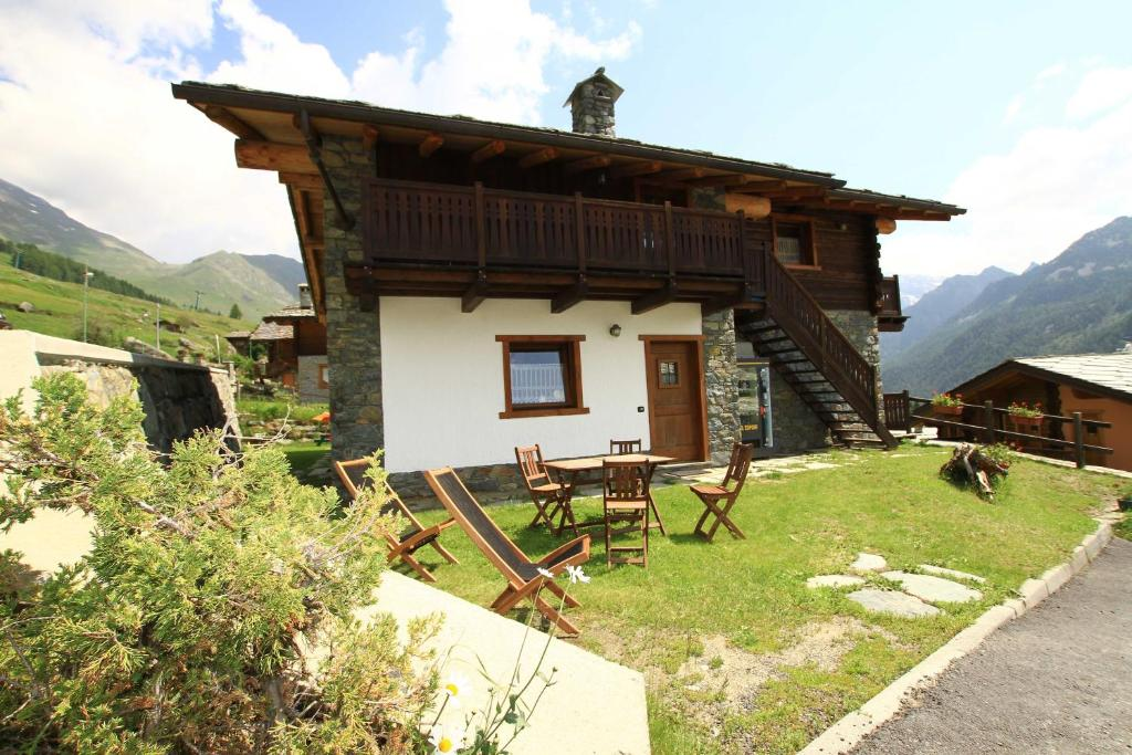 Residence Trompe L Oeil Champoluc Italy Booking Com