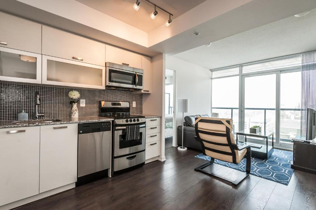 Apartment Life Suites Soho 2 Bed Toronto Canada