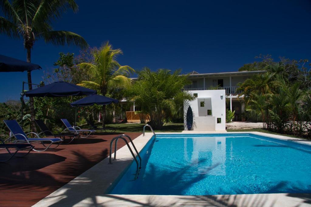 The swimming pool at or near Hotel Horizontes de Montezuma