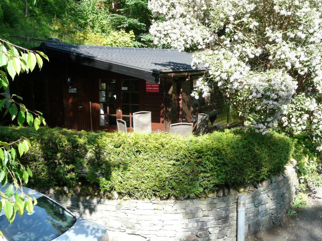Mockerkin Tarn Luxury Log Cabin, Ambleside – Updated 2018 Prices