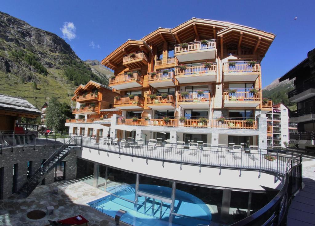 alpenhotel fleurs zermatt switzerland. Black Bedroom Furniture Sets. Home Design Ideas
