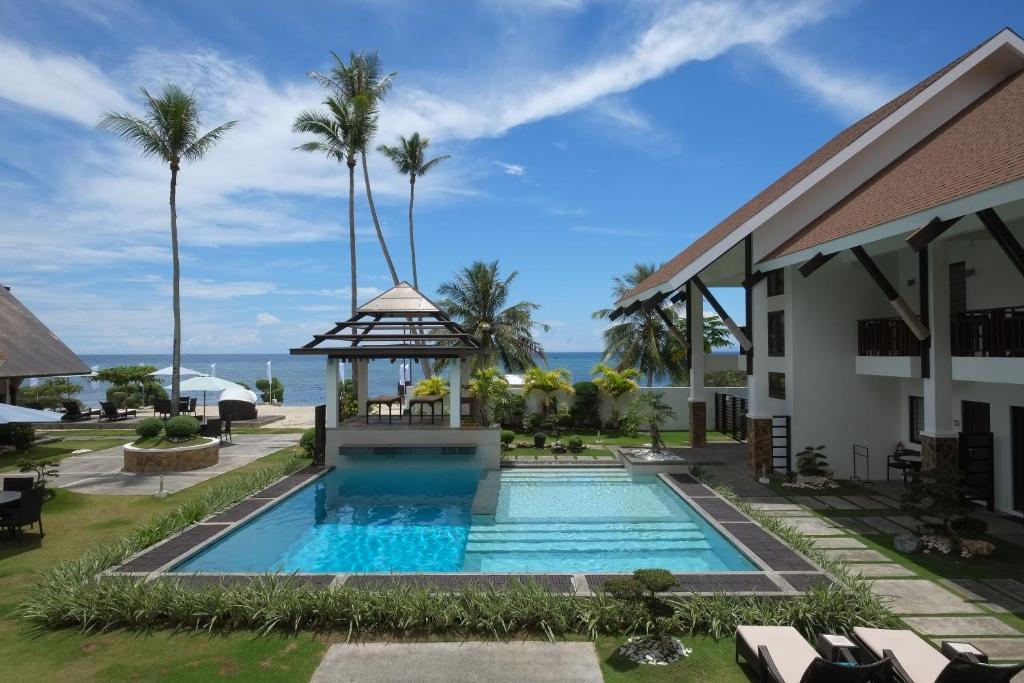 The swimming pool at or near Dive Thru Resort