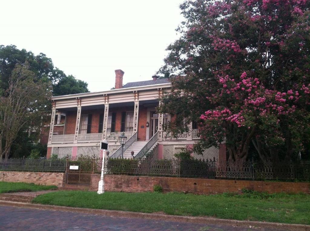 Corners Mansion Inn - A Bed and Breakfast (USA Vicksburg) - Booking.com