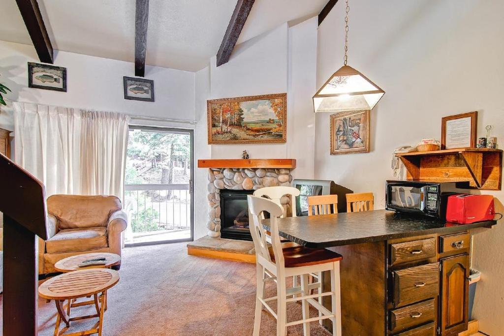 Apartment Yosemite Small Loft Condominium, Yosemite West, CA ...