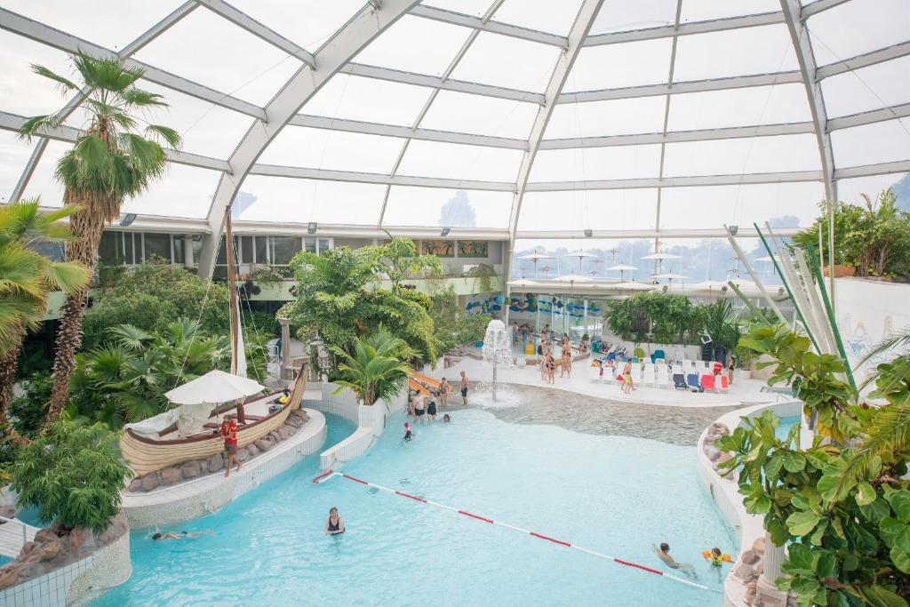 Vakantiepark sunparks oostduinkerke plopsaland belgi for Sun park piscine