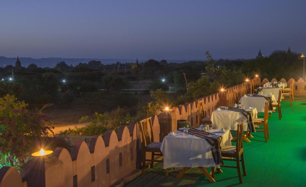 蒲甘提瑞扎酒店(提瑞瑪拉)游泳池或附近泳池的景觀
