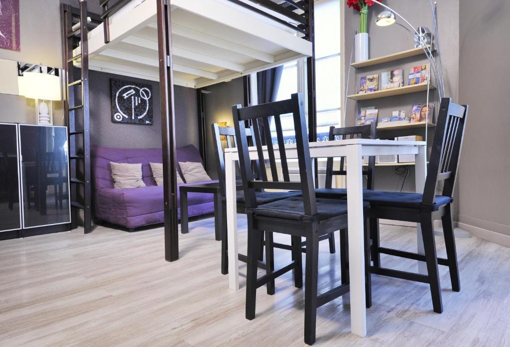 Apartamento studio cosy pour 2 personnes dans l francia - Table pour petit appartement ...