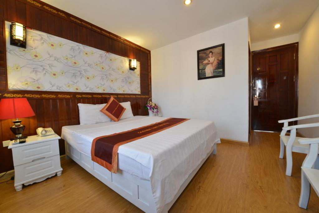 A bed or beds in a room at Golden Time Hostel 3