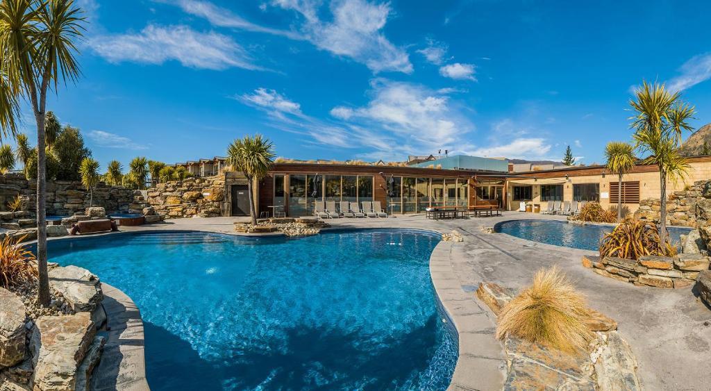 Oakridge resort lake wanaka wanaka updated 2018 prices for Accentric salon oakridge