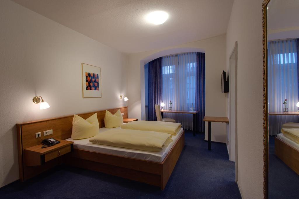 Hotel Gasthof Bären (Deutschland Ochsenfurt) - Booking.Com