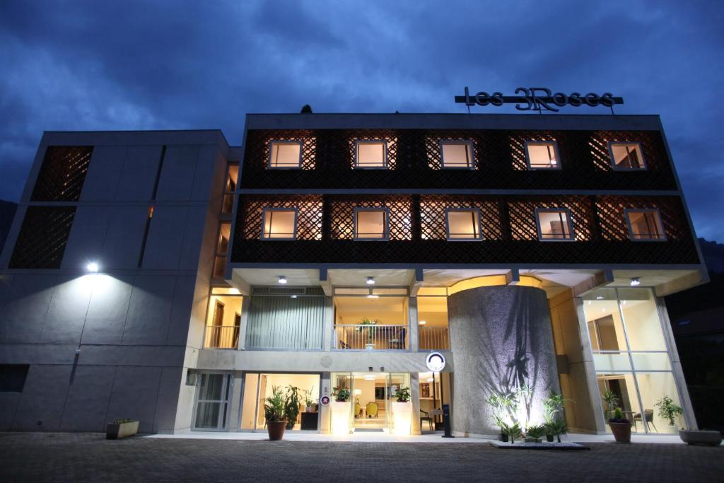 hotel les trois roses grenoble meylan the originals ex. Black Bedroom Furniture Sets. Home Design Ideas