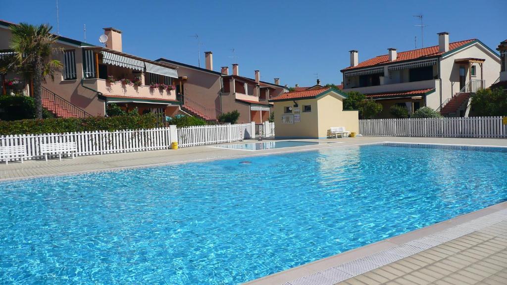 Bazén v ubytování Villaggio Cristina 2 nebo v jeho okolí