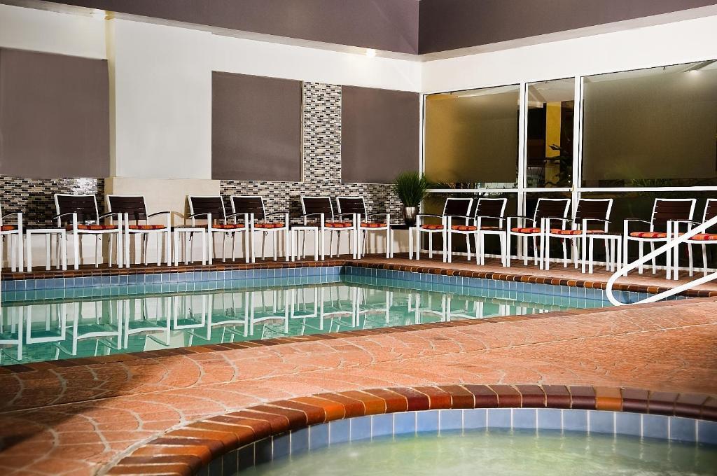 Hotel Embassy Suites Memphis, TN - Booking.com
